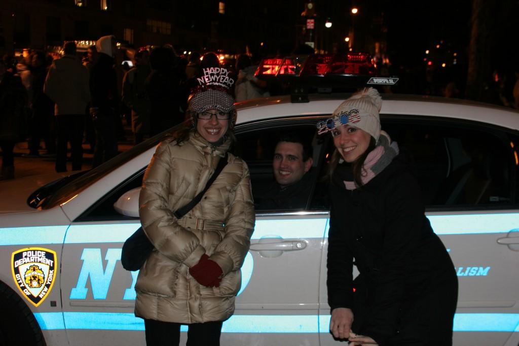 La Sté, io e il poliziotto all'ingresso di Central Park, capodanno 2008 :-)