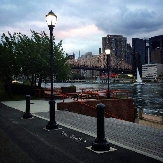 Lo skyline di Manhattan diventa romantico stasera