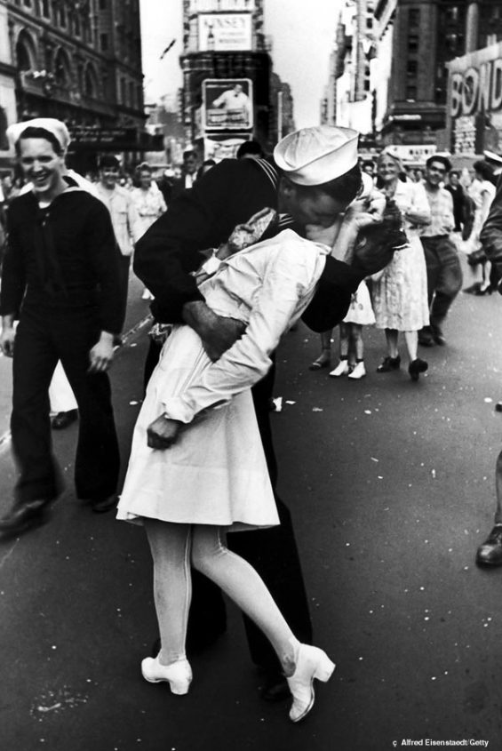 "Eisenstaedt's-""Kiss-in-Times-Square""-1"